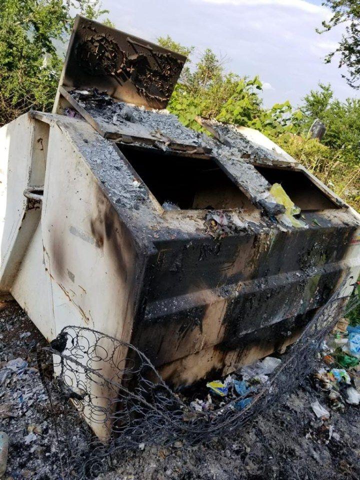Restauración de contenedor de basura de la colonia La Ladera