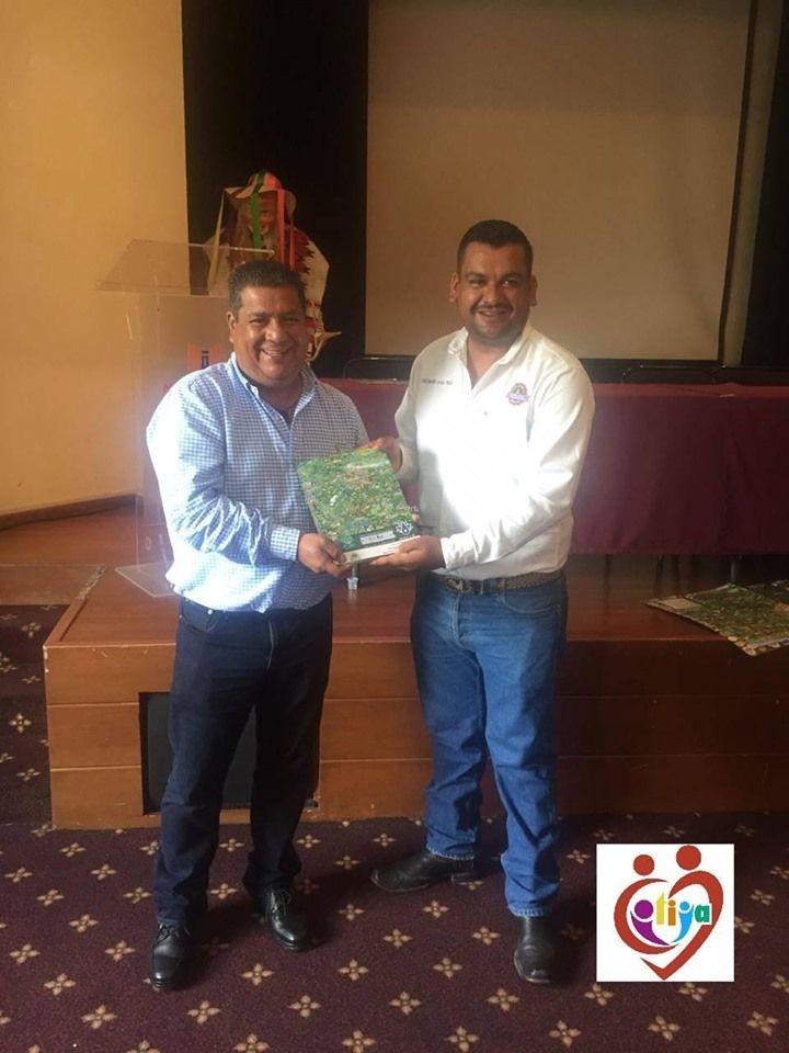 Firma de convenio de los mezcaleros de Michoacán